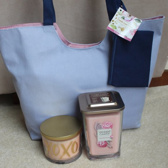 Yankee Candle Set of 2 Candles and Tote Bag